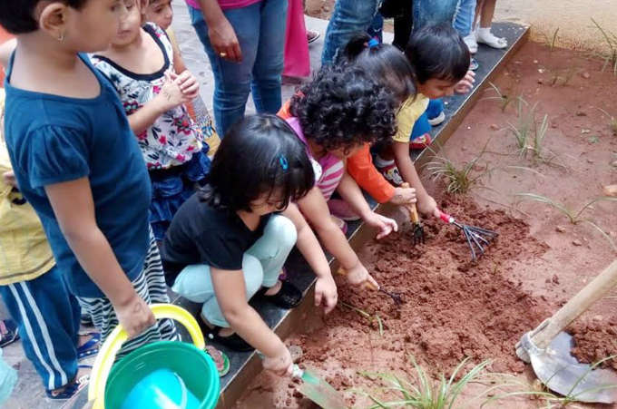 Learning by doing. Photo courtesy: Oi Playschool