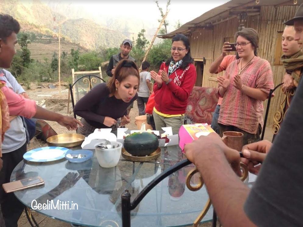 Shagun celebrating her birthday in Geeli Mitti