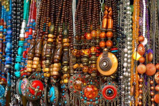 Street shopping. Photo courtesy: Baishampayan Ghose, Flickr