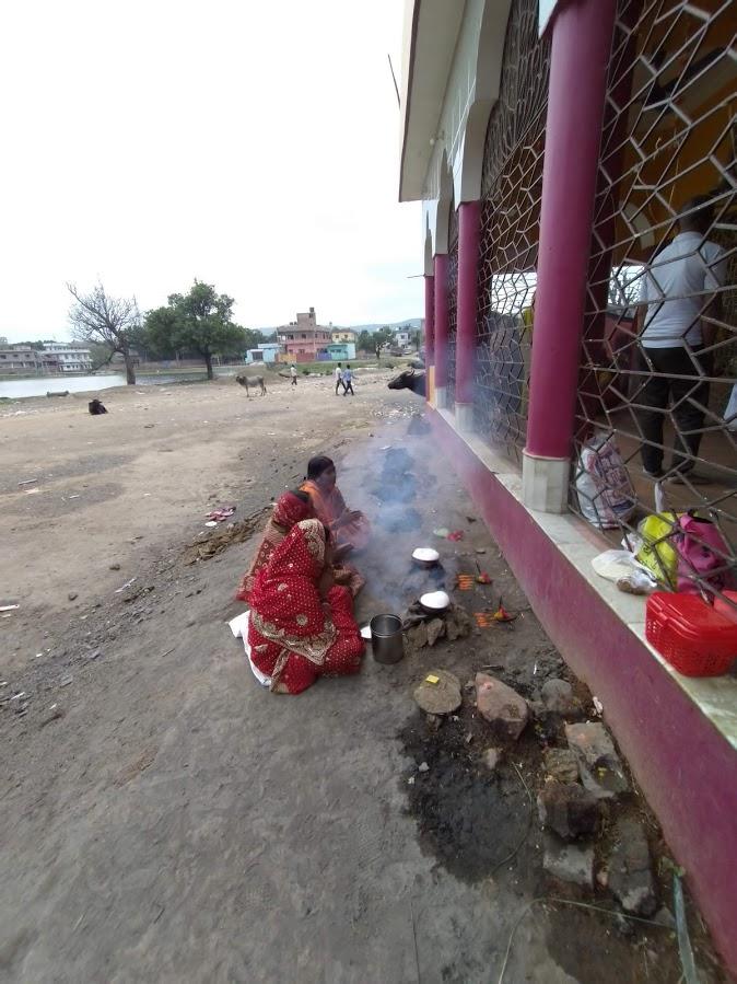 A pooja in progress by the village women. Photo credit: Bilakshan Santosh Harsh